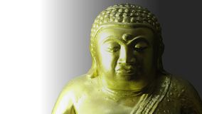 Goldene Buddha-Statue im schwarzen Hintergrund lizenzfreie stockfotos