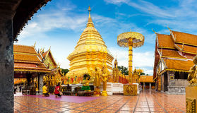Goldene Buddha-Statue in Tempel Thailands Buddha Lizenzfreie Stockfotografie
