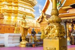 Goldene Buddha-Statue in Tempel Thailands Buddha Stockfotos