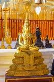 Goldene Buddha-Statuen bei Wat Doi Suthep Chiang Mai Thailand stockbild