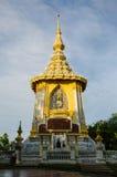 Goldene Buddhismus-Pagode bei Wat Yanasangwararam Woramahawihan, Pattaya, Thailand Lizenzfreie Stockbilder