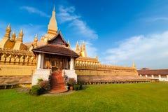 Goldene buddhistische Pagode von Phra die Luang-Tempel Vientiane, Laos Lizenzfreie Stockfotos
