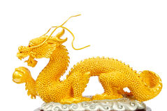 Goldene Drachestatue getrennt Lizenzfreie Stockfotos