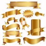 Goldene Farbbänder und Kennsätze getrennt auf Weiß Stockbilder