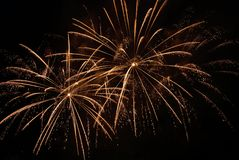 Goldene Feuerwerke Stockfotos