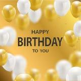 Goldene Folienkonfettis der alles Gute zum Geburtstag Feierparteifahne und Weiß- und Funkelngoldballone stockfotografie