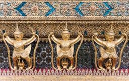 Goldene garuda Statue Lizenzfreie Stockbilder