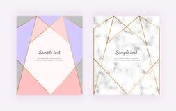Goldene geometrische Linien und Rosa, blaue Dreieckformen auf der weißen Marmorbeschaffenheit Unbedeutendes Design Moderner Hinte lizenzfreie abbildung
