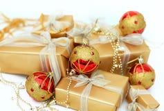 Goldene Geschenkboxen Stockbilder