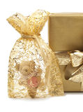 Goldene Geschenke und Teddybear Stockfotografie