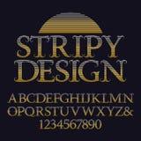 Goldene gestreifte Großbuchstaben und Zahlen Dekorativer Weinleseguß Lokalisiertes englisches Alphabet mit Text gestreiftem Desig Stockfotografie