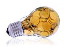 Goldene Glühlampe auf Weiß Stockfoto