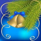 Goldene Glocken mit blauem Bogen stockfoto