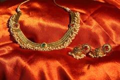 Goldene Halskette Stockfotos