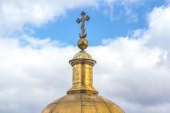 Goldene Haube der Kirche Lizenzfreies Stockbild