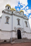Goldene Hauben von Catherine-Kathedrale gegen blauen Himmel Lizenzfreies Stockbild
