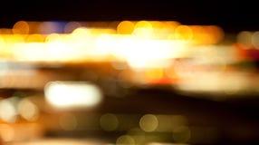 Goldene helle Lichter auf dunklem Nachthintergrund Lizenzfreie Stockfotografie