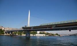 Goldene Horn-Metro-Brücke Stockfotos