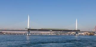 Goldene Horn-Metro-Brücke Stockbild