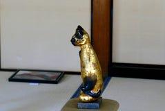 Goldene Katze in Kyoto-Tempel Stockfoto