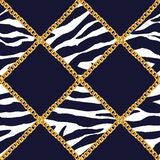 Goldene Kettennahtlose Musterillustration des zauberplaidzebras Aquarellbeschaffenheit mit goldenen Ketten stock abbildung