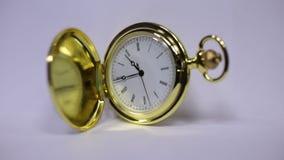Goldene klassische Uhr stock footage