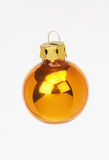 Goldene Kugel der Weihnachtsdekoration - goldene weihnachstkugel Lizenzfreies Stockbild
