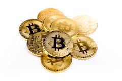 Goldene Münze Bitcoin-Münze, Stapel cryptocurrencies bitcoin isola Lizenzfreies Stockfoto