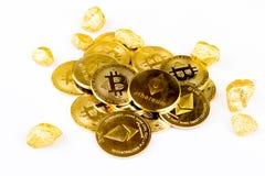 Goldene Münze Bitcoin-Münze, Stapel cryptocurrencies bitcoin isola Stockfoto