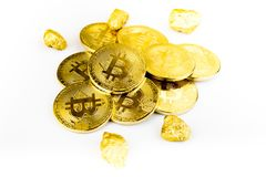 Goldene Münze Bitcoin-Münze, Stapel cryptocurrencies bitcoin isola Lizenzfreie Stockbilder