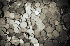 Goldene Münze und alte Münze Stockfotografie