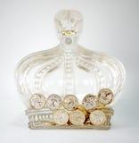 Goldene Münzen in der glasigen Krone Stockbild
