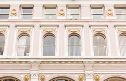 Goldene Noten auf den Fenstern lizenzfreie stockfotografie