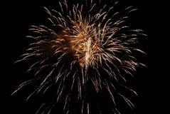 Goldene orange erstaunliche Feuerwerke Stockfotografie