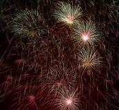 Goldene orange erstaunliche Feuerwerke Hintergrund, Feuerwerke Festival, Feuerwerke in Venedig, Feuerwerksexplosion, Feuerwerkshi Lizenzfreies Stockfoto