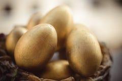 Goldene Ostereier Stockfotos