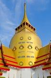 Goldene Pagode mit blauem Himmel Stockbilder