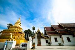 Goldene Pagode an Wat Phra That Sri Chom-Zapfen, Chiangmai-Provinz, Thailand lizenzfreies stockfoto