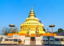 Goldene Pagode in Wat Phra That Sri Jomthong in Chiangmai Lizenzfreie Stockbilder