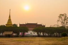 Goldene Pagode zur Sonnenaufgangzeit Lizenzfreie Stockfotografie
