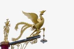 Goldene Schwanskulptur lokalisiert auf Hintergrund  Lizenzfreie Stockfotos