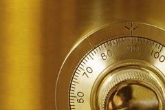 Goldene sichere Verriegelung Stockfotografie