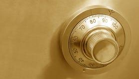 Goldene sichere Verriegelung Lizenzfreie Stockfotos