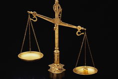 Goldene Skalen von Gerechtigkeit Stockfotos