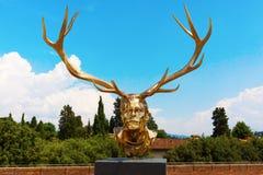 Goldene Skulptur an der Stärke di Belvedere in Florenz, Italien Lizenzfreie Stockbilder