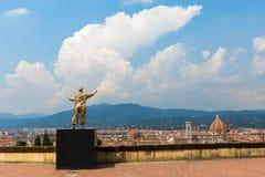 Goldene Skulptur an der Stärke di Belvedere in Florenz, Italien Stockfoto