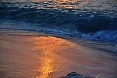 Goldene Sonnenaufgang-Meere Stockbilder