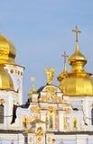 Goldene Spitze des Heiligen Michael Cathedral in Kiew Stockbilder