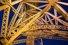 Goldene Stahlbrücke Lizenzfreies Stockbild