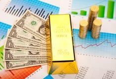 Goldene Stangen, umgebendes Finanzkonzept stockfoto